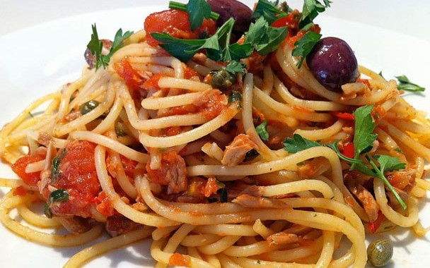 Classic Spaghetti Pasta with Tuna and Tomato